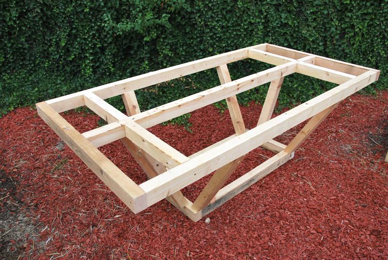 Plan pour fabriquer une table de jardin en palette for Plan table de jardin en bois